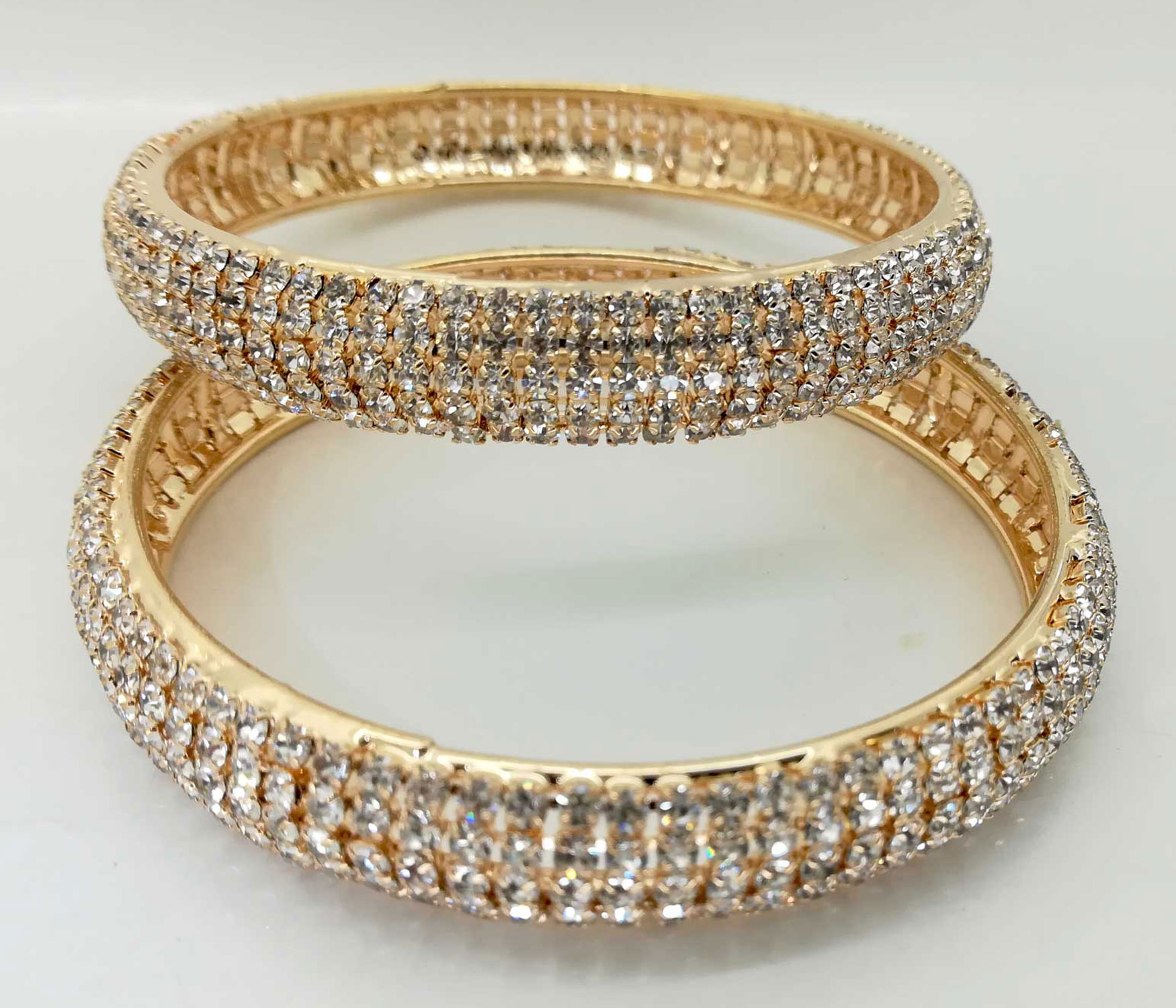 diamante bangle set in gold