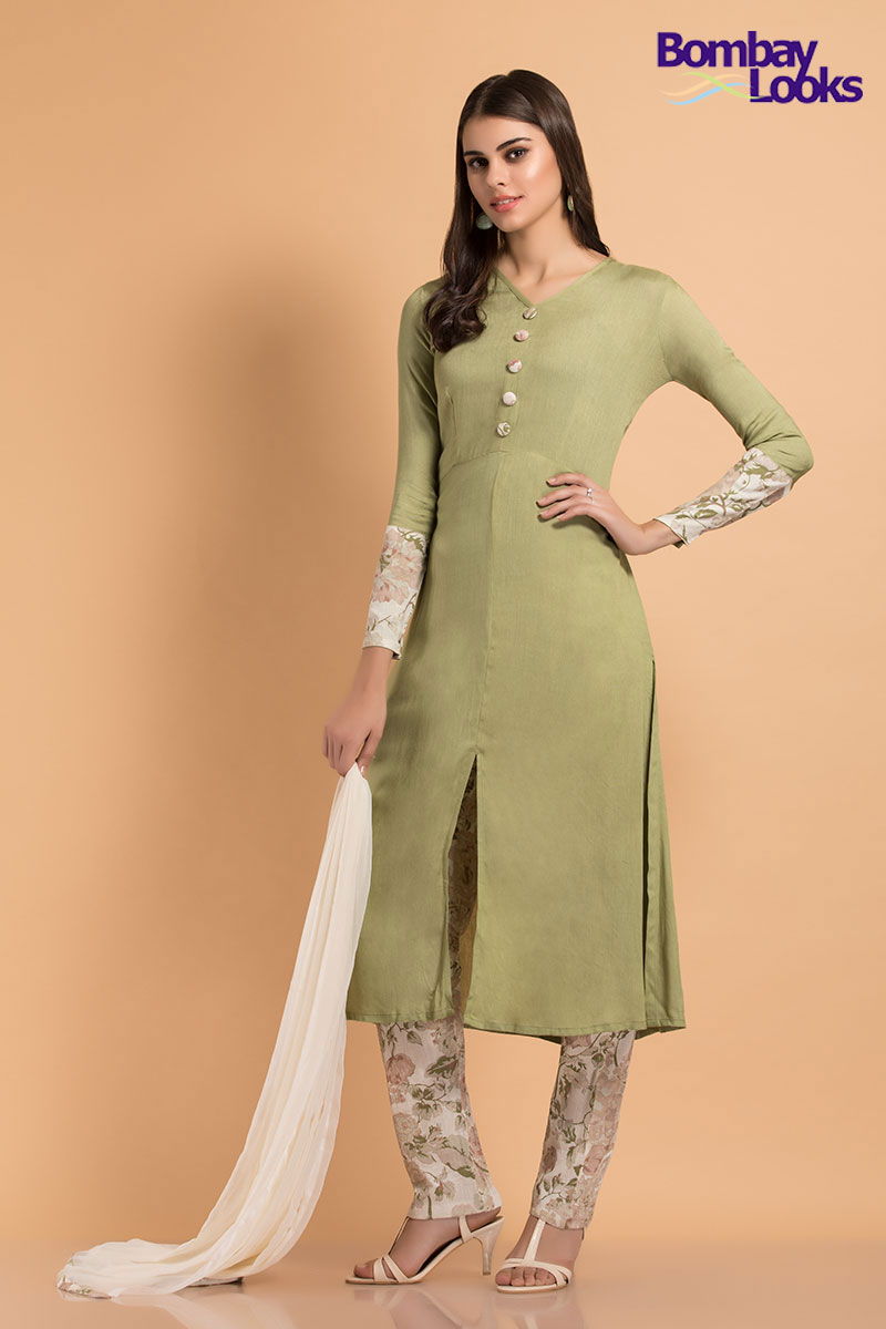 Delicate floral printed summer suit in pistachio green
