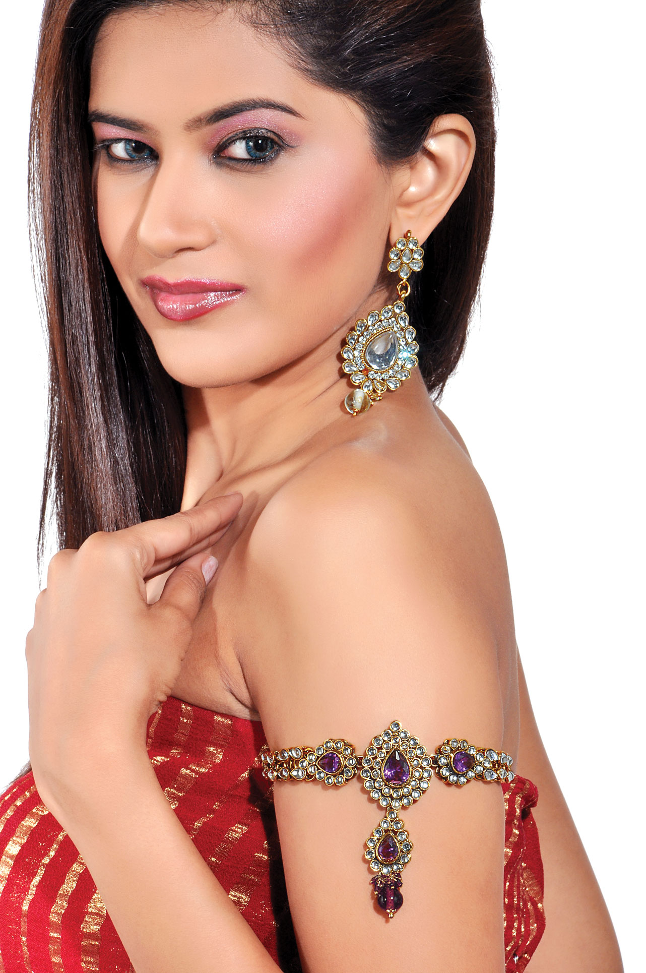 Dazzling traditional looking arm band with antique glamourous finish